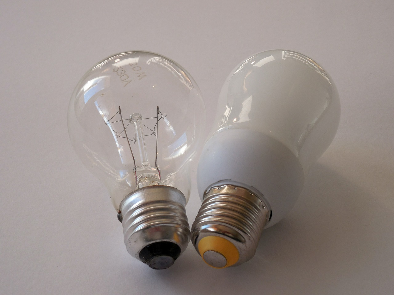 Glühlampe vs. Halogenlampe vs Energiesparlampe